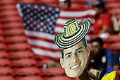 Un hincha con un recorte de James Rodriguez en el partido entre Colombia y Estados Unidos en la Copa Am&eacute;rica Centenario USA 2016 en el Levi's Stadium en Santa Clara, California, el 3 de junio de 2016.<br /> Foto: Archivolatino<br /> <br /> COPYRIGHT: Archivolatino/Alejandro Sanchez<br /> Prohibida su venta y su uso comercial.