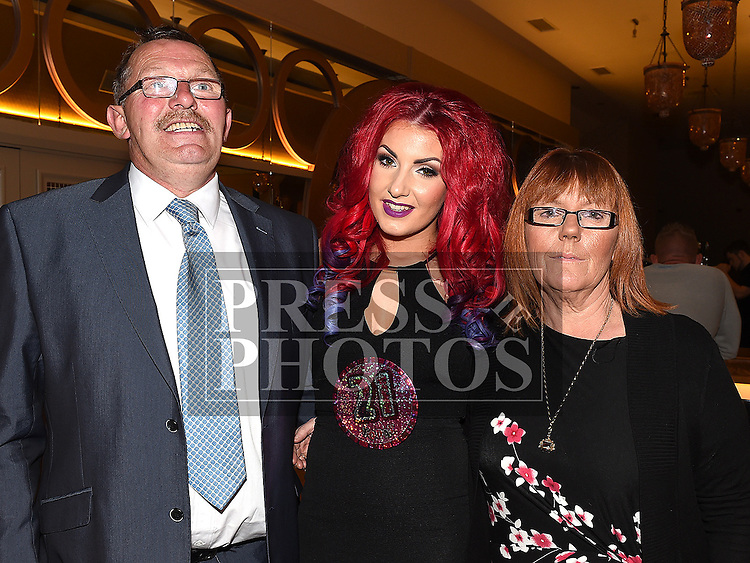 Laura Reilly celebrating her 21st birthday in the Thatch with parents Sean and Mary. Photo:Colin Bell/pressphotos.ie