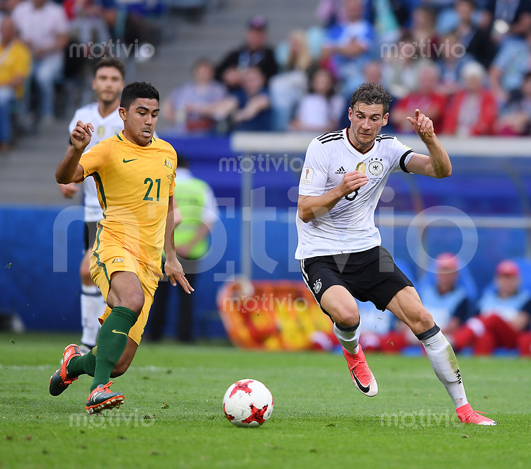 FUSSBALL FIFA Confed Cup 2017 Vorrunde in Sotchi 19.06.2017  Australien - Deutschland  Leon GORETZKA (re, Deutschland) gegen Massimo LUONGO (li, Australien)