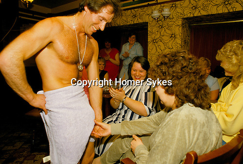 HEN PARTY, MALE STRIPPER BRIAN JASON, AKA 'KING DICK', PERFORMING, THE DUKE OF CAMBRIDGE PUB, SOUTH LONDON. 1980S.