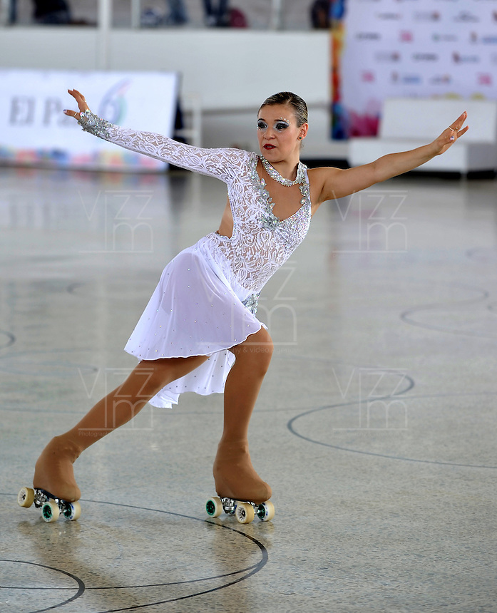 CALI - COLOMBIA - 19 - 09 - 2015: Martina Carmana, deportista de Italia, durante la prueba de Solo Danza Obligatorias Damas Juvenil, en el LX Campeonato Mundial de Patinaje Artistico, en el Velodromo Alcides Nieto Patiño de la ciudad de Cali. / Martina Carmana, sportwoman of Italy, during the Compulsory Solo Dance Junior Ladies  test, in the LX World Championships  Figure Skating, at the Alcides Nieto Patiño Velodrome in Cali City. Photo: VizzorImage / Luis Ramirez / Staff.