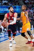 Baskonia's player Tornike Shengelia and Herbalife Gran Canaria's player Eulis Baez during the match of the semifinals of Supercopa of La Liga Endesa Madrid. September 23, Spain. 2016. (ALTERPHOTOS/BorjaB.Hojas)