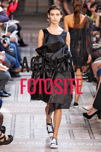 Paris, Franca&sbquo; 24/09/2013 - Desfile de Moon Young Hee durante a Semana de moda de Paris  -  Verao 2014. <br /> Foto: FOTOSITE