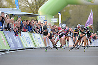 INLINE-SKATEN: STEENWIJK: Gagelsweg (start/finish), Schansweg, Meppelerweg, KPN Inline Cup, Klim van Steenwijk, 02-05-2012, finish bij de Dames, Sabine Berg (#118), Lisanne Buurman (#267), Manon Kamminga (#88), ©foto Martin de Jong