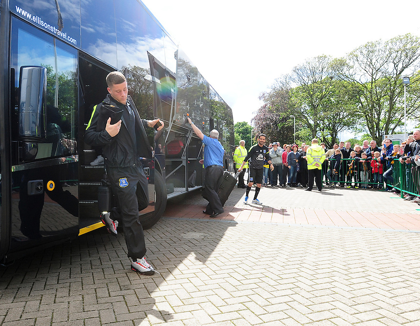 Everton's Ross Barkley steps off the team coach ahead of his sides game at Hull City<br /> <br /> Photographer Chris Vaughan/CameraSport<br /> <br /> Football - Barclays Premiership - Hull City v Everton - Sunday 11th May 2014 - Kingston Communications Stadium - Hull<br /> <br /> &copy; CameraSport - 43 Linden Ave. Countesthorpe. Leicester. England. LE8 5PG - Tel: +44 (0) 116 277 4147 - admin@camerasport.com - www.camerasport.com