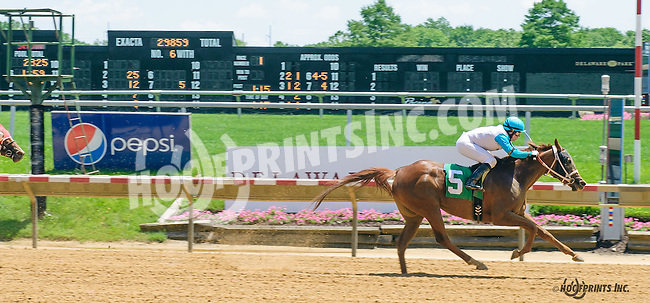 He Wears The Crown winning at Delaware Park on 6/6/16