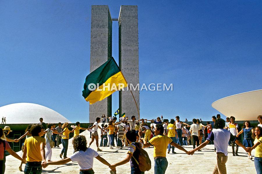 Dia de votação da emenda por Eleições Diretas no Congresso Nacional, Brasília. 1984. Foto de Ricardo Azoury.