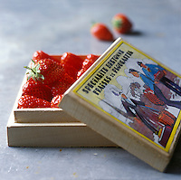 Europe/France/Bretagne/29/Finistère/Plougastel-Daoulas:Fraises de Plougastel -Stylisme Valérie Lhomme //   France, Finistere, Plougastel Daoulas, Plougastel strawberries (design by Valerie Lhomme)
