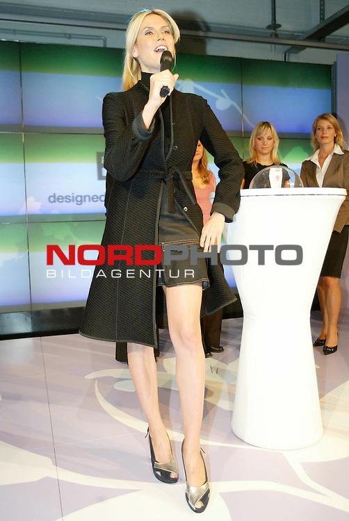 Pressetermin von Braun Easy Legs Event in Hamburg mit Heidi Klum<br /> <br /> Heidi Klum zeigt ihre Beine und praesentiert damit die neue Kollektion der Braun-Epiliergeraete.<br /> <br /> Foto &copy; nordphoto / Anja Heinemann<br /> <br />  *** Local Caption *** Foto ist honorarpflichtig! zzgl. gesetzl. MwSt.<br />  Belegexemplar erforderlich<br /> Adresse: nordphoto<br /> Georg-Reinke-Strasse 1<br /> 49377 Vechta