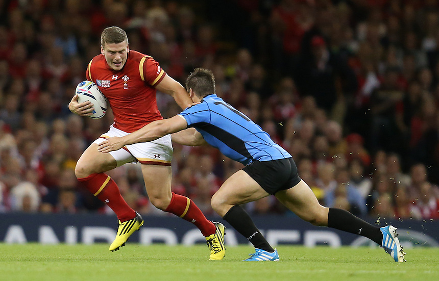 Wales' Scott Williams gets away from Uruguay's Andres Vilaseca<br /> <br /> Photographer Ian Cook/CameraSport<br /> <br /> Rugby Union - 2015 Rugby World Cup - Wales v Uruguay - Sunday 20th September 2015 - Millennium Stadium - Cardiff<br /> <br /> &copy; CameraSport - 43 Linden Ave. Countesthorpe. Leicester. England. LE8 5PG - Tel: +44 (0) 116 277 4147 - admin@camerasport.com - www.camerasport.com