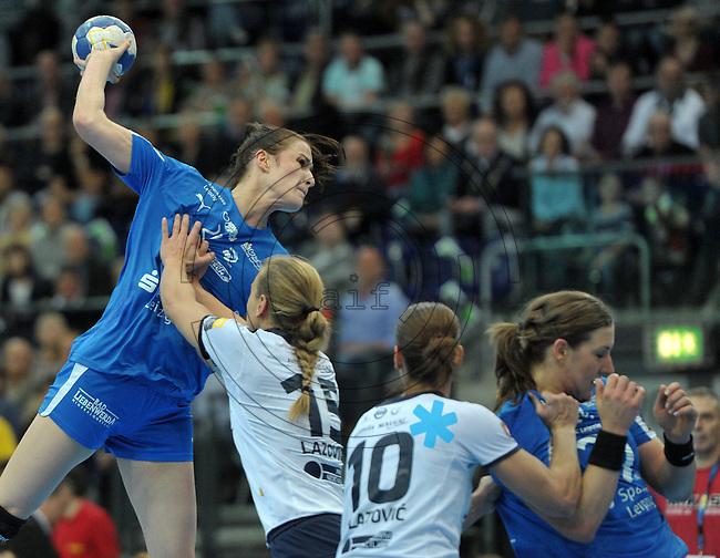Handball Frauen Champions League 2013/14 - Handballclub Leipzig (HCL) gegen RK Krim Ljubljana am 13.10.2013 in Leipzig (Sachsen). <br /> IM BILD: Karolina Szwed Örneborg / Oerneborg (HCL) beim Wurf. <br /> Foto: Christian Nitsche / aif