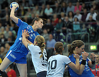 Handball Frauen Champions League 2013/14 - Handballclub Leipzig (HCL) gegen RK Krim Ljubljana am 13.10.2013 in Leipzig (Sachsen). <br /> IM BILD: Karolina Szwed &Ouml;rneborg / Oerneborg (HCL) beim Wurf. <br /> Foto: Christian Nitsche / aif