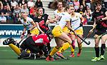 AMSTELVEEN - Hockey - Hoofdklasse competitie dames. AMSTERDAM-DEN BOSCH (3-1) Sanne Koolen (Den Bosch) met links Josine Koning (Den Bosch)    COPYRIGHT KOEN SUYK