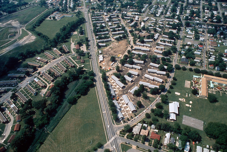 1993 May 21..Assisted Housing..Diggs Town (6-6)...Looking South.Campostella Road middle.Melon Street on right...NEG#.NRHA#..HOUSING: DiggsTn2 2:8