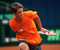 15-9-09, Netherlands,  Maastricht, Tennis, Daviscup Netherlands-France, Training,  Jesse Huta Galung slaat de bal achter zijn rug