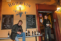 Europe/France/2A/Corse du Sud/Ajaccio: François Paoletti et son fils Pierre-François dans leur bar à vins: Bar Pierrot [Non destiné à un usage publicitaire - Not intended for an advertising use]