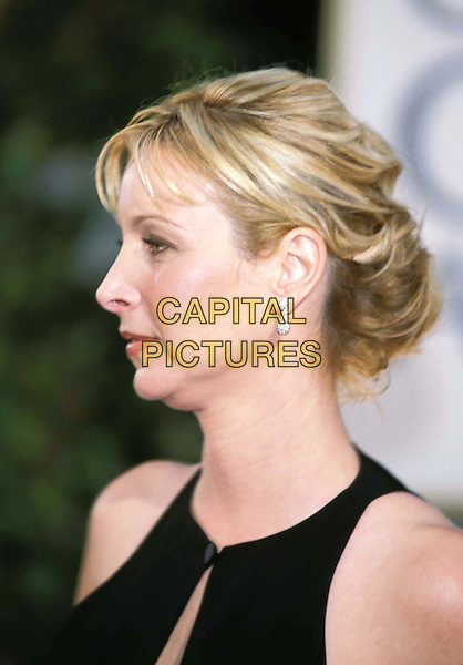 LISA KUDROW.Golden Globe Awards.fringe, headshot, portait, profile, double chin.www.capitalpictures.com.sales@capitalpictures.com.©Capital Pictures
