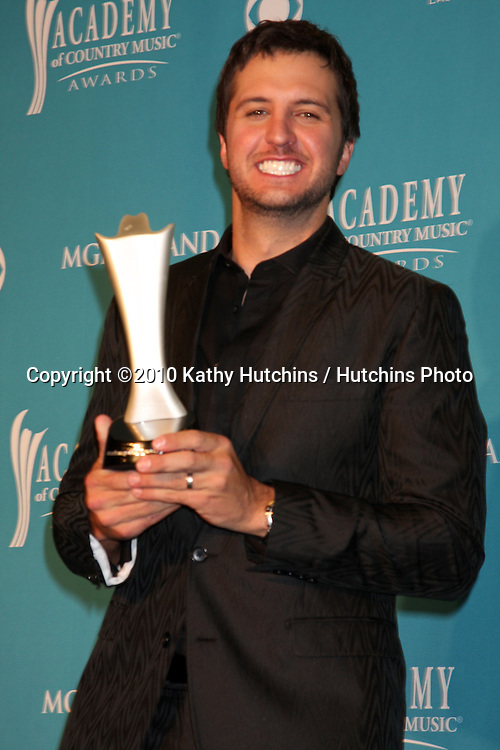 Luke Bryan.arrives at the Academy of Country Music Awards 2010.MGM Garden Arena.Las Vegas, NV.April 18, 2010.©2010 Kathy Hutchins / Hutchins Photo....