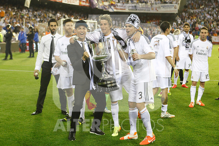 Real Madrid´s Cristiano Ronaldo and Pepe celebration after winning the Spanish Copa del Rey `King´s Cup´ final soccer match between Real Madrid and F.C. Barcelona at Mestalla stadium, in Valencia, Spain. April 16, 2014. (ALTERPHOTOS/Victor Blanco)