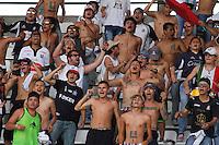 MANIZALES - COLOMBIA, 30-01-2016: Hinchas de Once Caldas cantan a su equipo durante partido contra Deportivo Pasto válido por la fecha 1 de Liga Águila I 2016 jugado en el estadio Palogrande de la ciudad de Manizales. / Fans of Once Caldas cheer for their team during match against Deportivo Pasto valid for the date 1 of the Aguila League I 2016 played at Palogrande stadium in Manizales city. Photo: VizzorImage / Santiago Osorio / Str