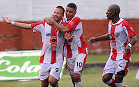 MEDELLÍN -COLOMBIA-17-05-2014. Brayan Fernandez (Izq) del Deportivo Rionegro celebra un gol anotado a Jaguares FC durante partido de ida por cuartos de final del Torneo Postobón I 2014 jugado en el estadioTulio Ospina de la ciudad de Bello./ Brayan Fernandez (L) of Deportivo Rionegro celebrates a goal scored to Jaguares FC during the first leg match for the quarterfinals of the Postobon Tournament I 2014 played at Tulio Ospina stadium in Bello city. Photo: VizzorImage/Luis Ríos/STR