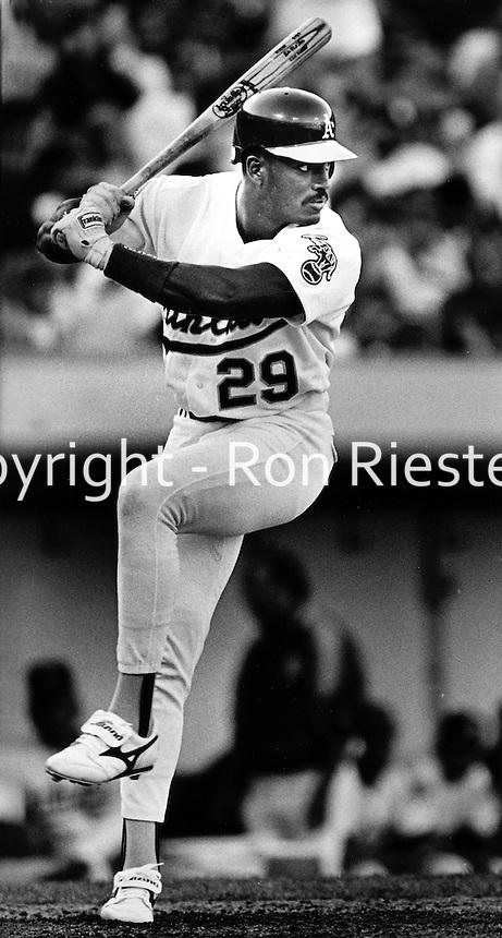 Oakland Athletics Rubin Sierra .1993<br />(photo/Ron Riesterer/Photoshelter)