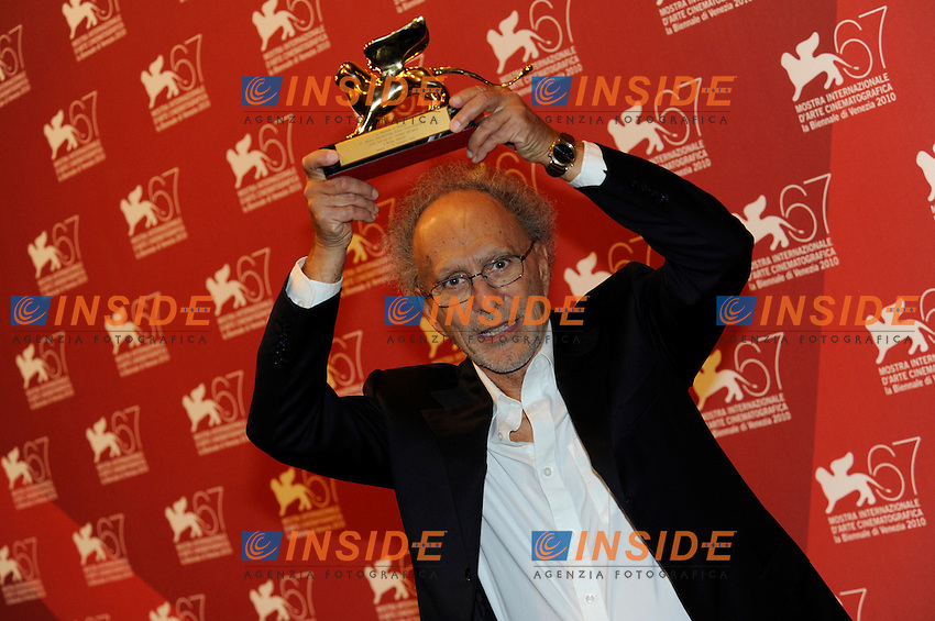 "- ""67 Mostra Internazionale D'Arte Cinematografica"". Saturday,2010 September 11, Venice ITALY....- In The Picture: The film director Monte Hellman, Special Lion for an Overall Work, at the Awards of the 67th Venice Film Festival. ......Photo STEFANO MICOZZI"