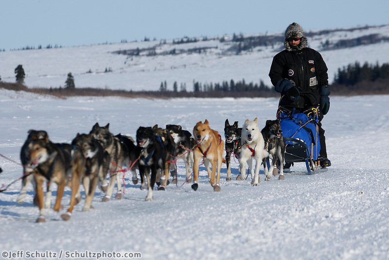 Lance Mackey runs on the Fish River just before his arrival into White Mountain early Tuesday evening   Iditarod 2009
