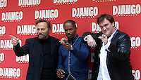 "Il regista statunitense Quentin Tarantino, a destra, posa con l'attore italiano Franco Nero, a sinistra, e lo statunitense Jamie Foxx, durante un photocall per la presentazione del suo nuovo film ""Django Unchained"" a Roma, 4 gennaio 2013..U.S. director Quentin Tarantino, right, poses with Italian actor Franco Nero, left, and U.S. actor Jamie Foxx, during a photocall for the presentation of his new movie ""Django Unchained"" in Rome, 4 January 2013..UPDATE IMAGES PRESS/Isabella Bonotto"