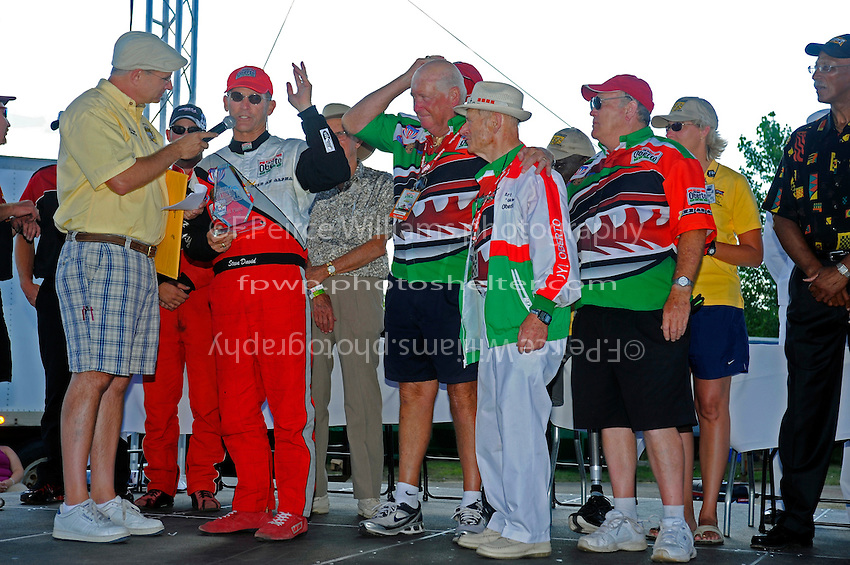 Steve David and the Oberto crew talk with Jeff Ayler...10-12 July, 2009, 100th Gold Cup, Detroit River, Detroit, MI USA..©2009 F.Peirce Williams, USA.