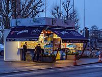 Kiosk beim Mahnmal Gëlle Fra auf der Place de la Constitutio, Luxemburg-City, Luxemburg, Europa<br /> Kiosk at memorial Gëlle Fra aat Place de la Constitutio, Luxembourg, Luxembourg City, Europe