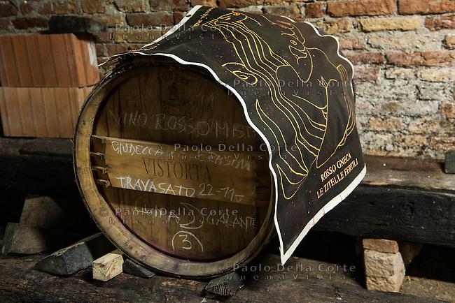 Venezia, Isola di San Michele. L' associazione Laguna nel Bicchiere, guidata da Flavio Franceschet, si occupa del recupero delle vigne nelle Isole della Laguna e nel centro storico di Venezia. Nella foto la cantina nel Convento.