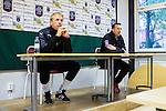***BETALBILD***  <br /> Uppsala 2015-05-21 Fotboll Superettan IK Sirius - Mj&auml;llby AIF :  <br /> Mj&auml;llbys tr&auml;nare Hans Larsson och Sirius tr&auml;nare Kim Bergstrand p&aring; presskonferensen efter matchen mellan IK Sirius och Mj&auml;llby AIF <br /> (Foto: Kenta J&ouml;nsson) Nyckelord:  Superettan Sirius IKS Mj&auml;llby AIF tr&auml;nare manager coach press presskonferens
