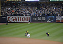 Derek Jeter (Yankees),<br /> SEPTEMBER 25, 2014 - MLB :<br /> Derek Jeter of the New York Yankees takes a moment as he squats down on the field after the Major League Baseball game against the Baltimore Orioles at Yankee Stadium in the Bronx, New York, United States. (Photo by AFLO)