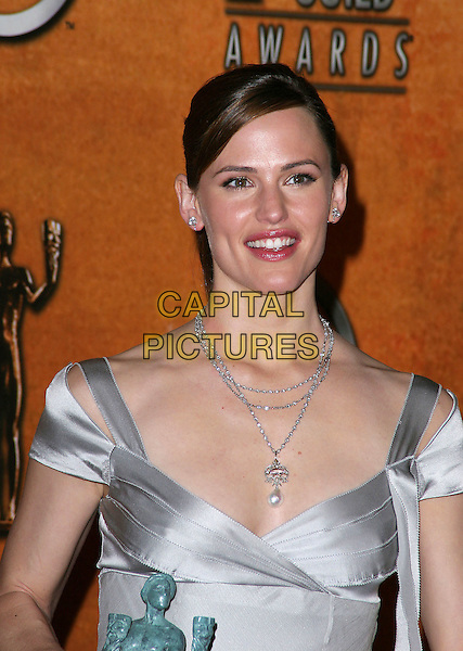 JENNIFER GARNER.11th Annual Screen Actors Guild Awards (SAG) held at the Shrine Auditorium. Los Angeles, California.Photo Credit: Jacqui Wong/AdMedia.February 5th, 2005.headshot, portrait, silver chain necklace, pearl  silver silk satin off the shoulder.www.capitalpictures.com.sales@capitalpictures.com.© Capital Pictures.