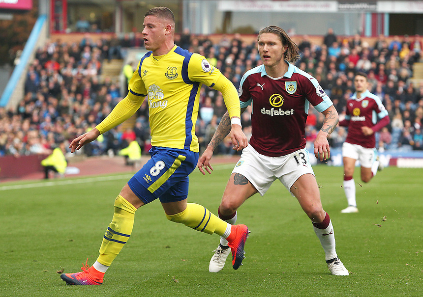 Everton's Ross Barkley and Burnley's Jeff Hendrick<br /> <br /> Photographer Rich Linley/CameraSport<br /> <br /> The Premier League - Burnley v Everton - Saturday 22nd October 2016 - Turf Moor - Burnley <br /> <br /> World Copyright &copy; 2016 CameraSport. All rights reserved. 43 Linden Ave. Countesthorpe. Leicester. England. LE8 5PG - Tel: +44 (0) 116 277 4147 - admin@camerasport.com - www.camerasport.com