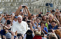 Papa Francesco saluta i fedeli al suo arrivo all'udienza generale del mercoledi' in Piazza San Pietro, Citta' del Vaticano, 27 agosto 2014.<br /> Pope Francis greets faithful as he arrives for his weekly general audience in St. Peter's Square at the Vatican, 27 August 2014.<br /> UPDATE IMAGES PRESS/Riccardo De Luca<br /> <br /> STRICTLY ONLY FOR EDITORIAL USE