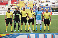 MONTERIA - COLOMBIA, 22-07-2018:  Jose Cuadrado, capitan del Once, Oscar Javier Gomez (con el balón), árbitro, y Ramon Cordoba, capitán de Jaguares previo al partido entre Jaguares FC y Once Caldas por la fecha 1 de la Liga Águila II 2018 jugado en el estadio Municipal de Montería. / Jose Cuadrado, captain of Once, Oscar Javier Gomez (with the ball), referee, and Ramon Cordoba, captain of Jaguares prior the match between Jaguares FC and Once Caldas for the date 1 of the Liga Aguila II 2018 at the Municipal de Monteria Stadium in Monteria city . Photo: VizzorImage / Andres Felipe Lopez / Cont