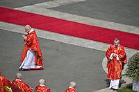 Città del Vaticano, 13 Aprile, 2014. Cardinali partecipano alla celebrazione della messa in Piazza San Pietro nella Domenica delle Palme. Cardinals attend the Palm Sunday Mass at St. Peter's Square.