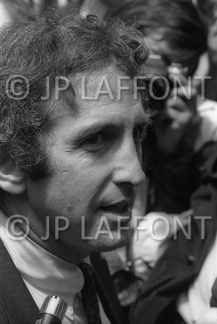 Boston, MA, on June 28th 1971. At the court building downtown Boston,  responsible for Penatgon Papers, Daniel Ellsberg and his wife are surrounded by the international press representatives.