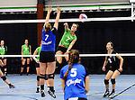 2015-10-17 / Volleybal / Seizoen 2015-2016 / Retie - VC Olen / Cuypers (Retie) haalt uit. Bakelant staat klaar<br /><br />Foto: Mpics.be