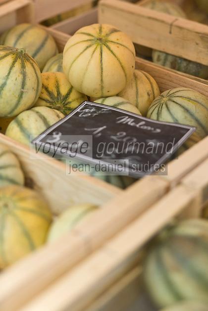 Europe/France/Midi-Pyrénées/46/Lot/Cahors: Jour de marché devant la cathédrale St-Etienne- Melons AOC du Quercy