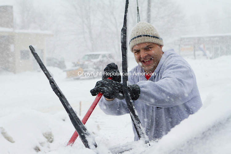 WATERTOWN, CT 13 February 2014-021314LW02 - Angelo Pelosi, owner of Chubba's bagel shop on Main Street in Watertown, sweeps off his car before closing early Thursday afternoon.<br />