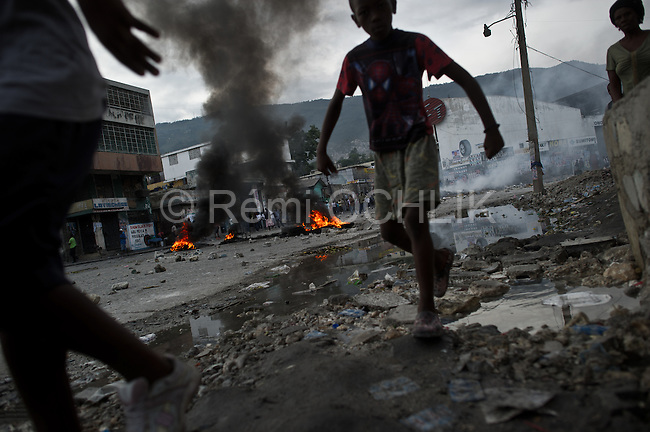 © Remi OCHLIK/IP3 - Port au Prince on 2010 december 8 - Thousands of protesters rampaged through Haiti's capital and other cities on Wednesday, hurling stones and wrecking property in a wave of unrest against election results they say were rigged by the ruling government coalition. Port-au-Prince descended into chaos as supporters of popular musician and presidential candidate Michel Martelly, who failed to qualify for an election run-off in results announced by electoral authorities, set up burning barricades of timber, boulders and flaming tires across the city..Protests in which some government buildings were torched were also reported in other cities in the volatile Caribbean country.