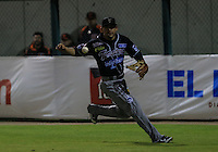 Christian Zazueta jardinero derecho de tomateros no puede controlar la bola , durante el tercer juego de la Serie entre Tomateros de Culiacán vs Naranjeros de Hermosillo en el Estadio Sonora. Segunda vuelta de la Liga Mexicana del Pacifico (LMP) **26Dici2015.<br /> **CreditoFoto:LuisGutierrez<br /> **<br /> Shares during the third game of the series between Culiacan Tomateros vs Orange sellers of Hermosillo in Sonora Stadium. Second round of the Mexican Pacific League (PML)