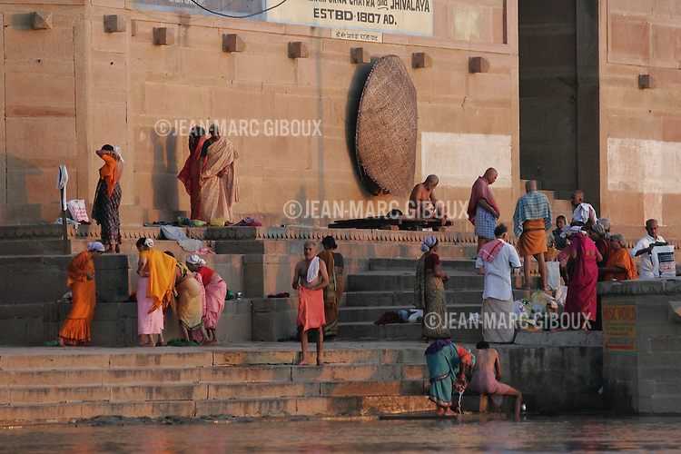 .VARANASSI, UTTAR PRADESH, INDIA - SEPTEMBER 20, 2005 : Hindu pilgrims take a bath at sunrise in the Ganges river to wash away their sins in the holy Hindu city of Varanassi on september 20, 2005. Varanassi (also called Benares or Kachi) is one of the holiest city in India and has always been an auspicious place to die, since expiring here offers moksha - liberation from the cycle of birth and death. (Photo by Jean-Marc Giboux)