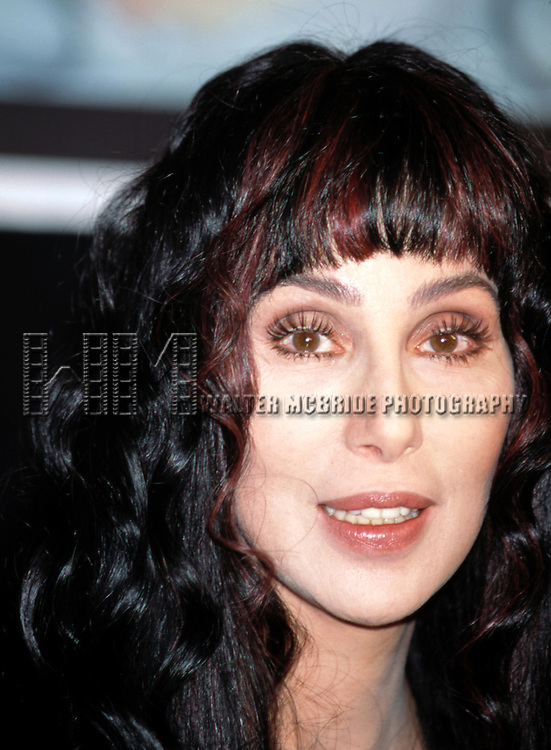 Cher.NOVEMBER 13, 1998.PROMOTING BELIEVE AND THE FIRST TIME.BARNES AND NOBLE BOOK STORE.NEW YORK CITY.© Walter McBride/WM Photography