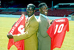 210795 Bart Williams and Campbell sign for Forest