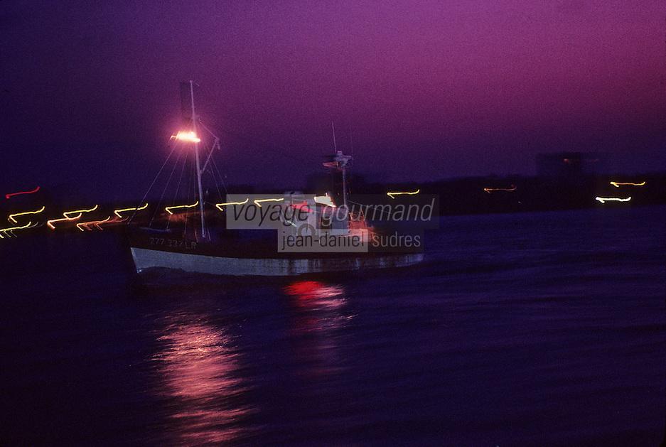 Europe/France/Poitou-Charentes/17/Charente-Maritime/La Rochelle : Bateau de pêche de nuit