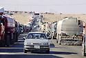 Irak 2000. Au poste frontière d'Ibrahim Khalil, sur des kilomètres  les milliers de camions- citernes turcs attendent plusieurs jours l'autorisation de passage.    Iraq 2000. At Ibrahim Khalil, Turkish tankers lorries queueing before to cross the border.